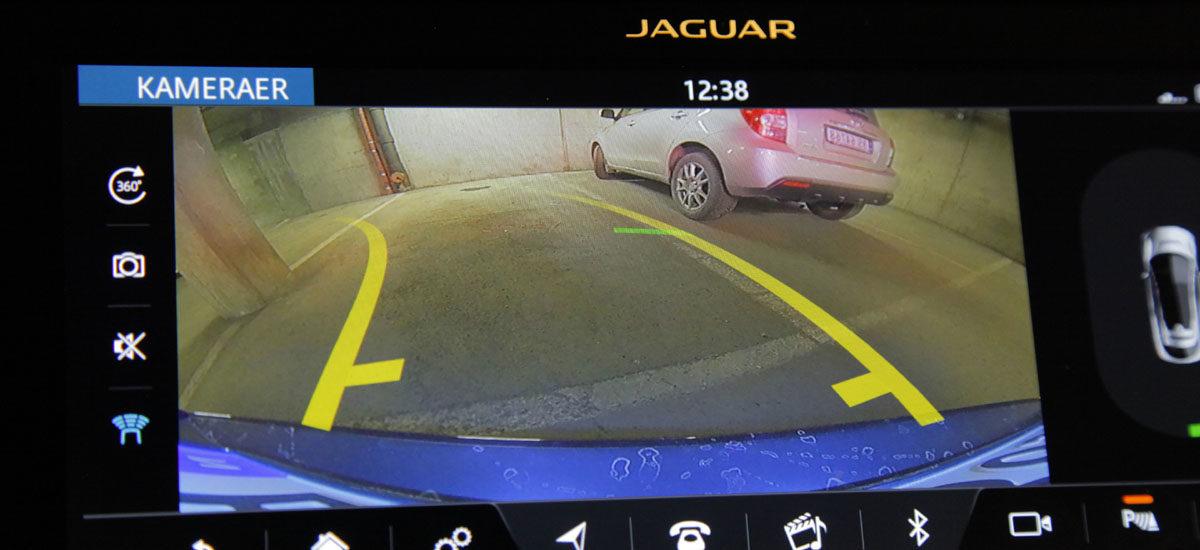 Jaguar I-Pace HSE. Ryggekamera med siktelinjer. Foto: ©Morten Larsen