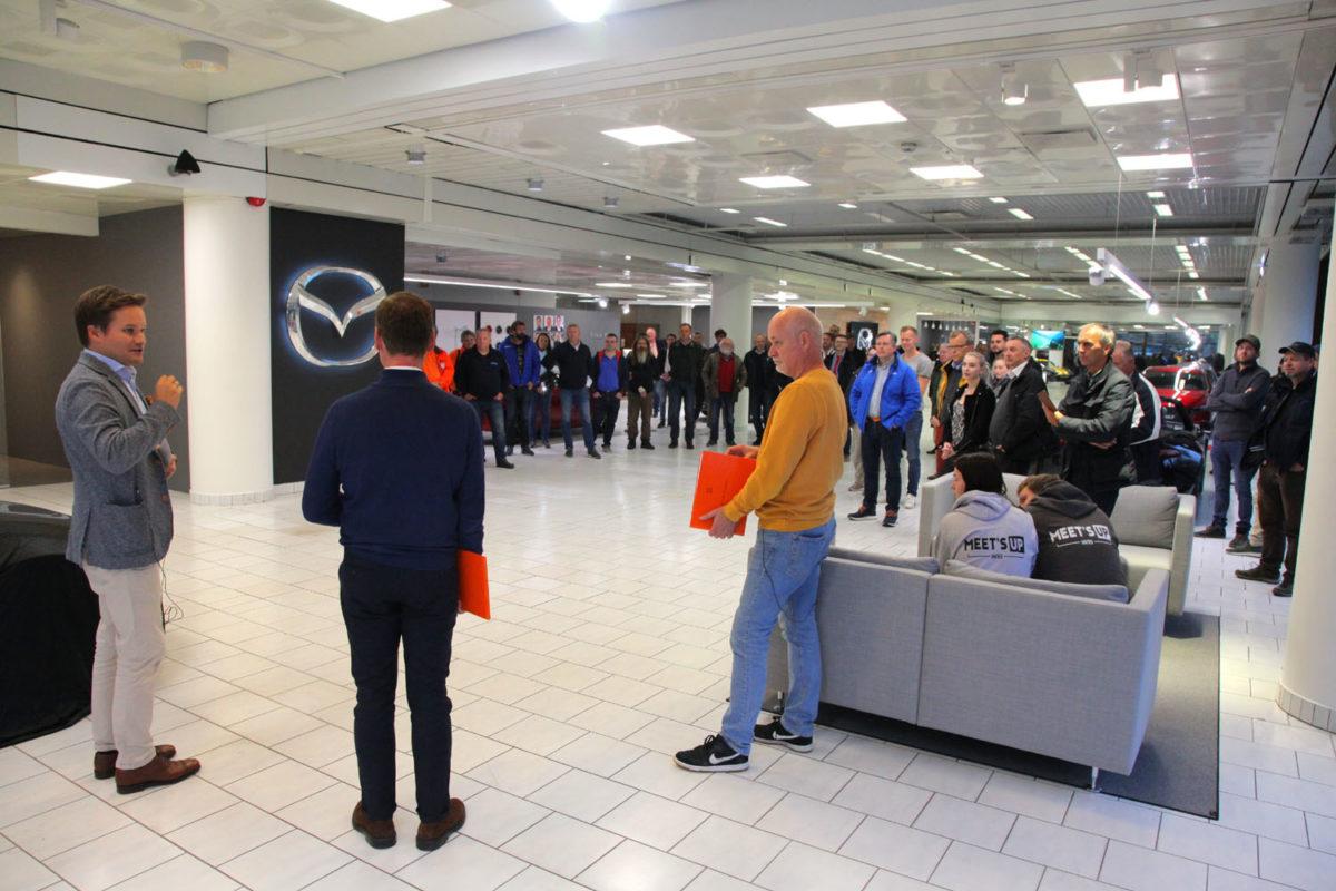 Fra venstre: Petter Chr. Grüner Brinch, Mazda Motor Norge, Morten Johnsen, Østerås Bilsenter AS, og Tore Strøm, formann Norsk MX-5 Miata KLubb. Foto: ©Morten Larsen