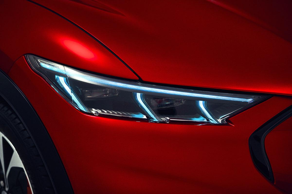 Ford Mustang Mach-E. Frontlysene har adaptiv LED-lys. Foto Ford
